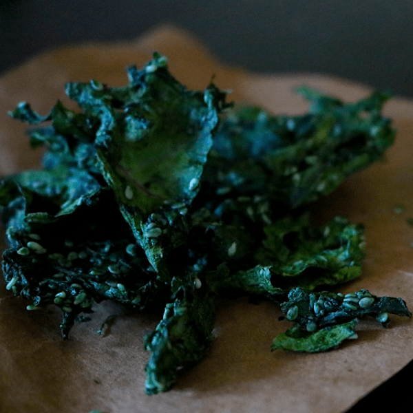 Lemon Garlic Low Carb Vegan Kale Chips | Meat Free Keto - This low carb, raw vegan kale chip is yeast free, nut free, totally delicious and packed with vitamins and minerals! It's also keto friendly and sugar free!