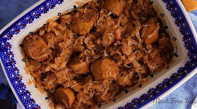 """Vegan Keto Braised Sauerkraut & """"Sausage"""" (Kiełbasa z kiszoną kapustą)"""