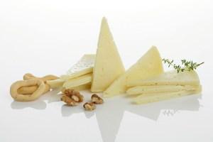 queso-oveja-cunas-curado_873215-1