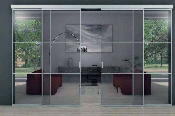درب های شیشه ای اغلب توسط طراحان برای ایجاد فضای داخلی قابل احترام استفاده می شود.