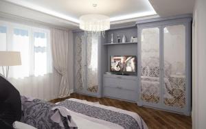 шкафы и тумба в спальню в серых тонах с изящным рисунком на зеркале