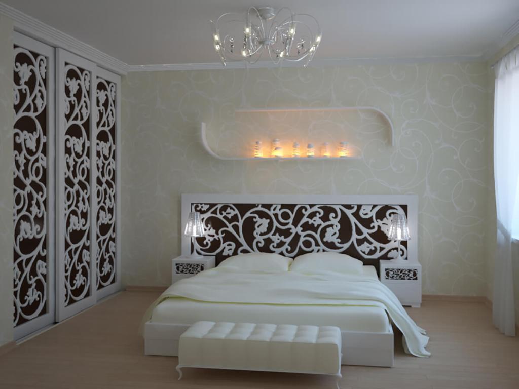 спальня изобилует резным декором