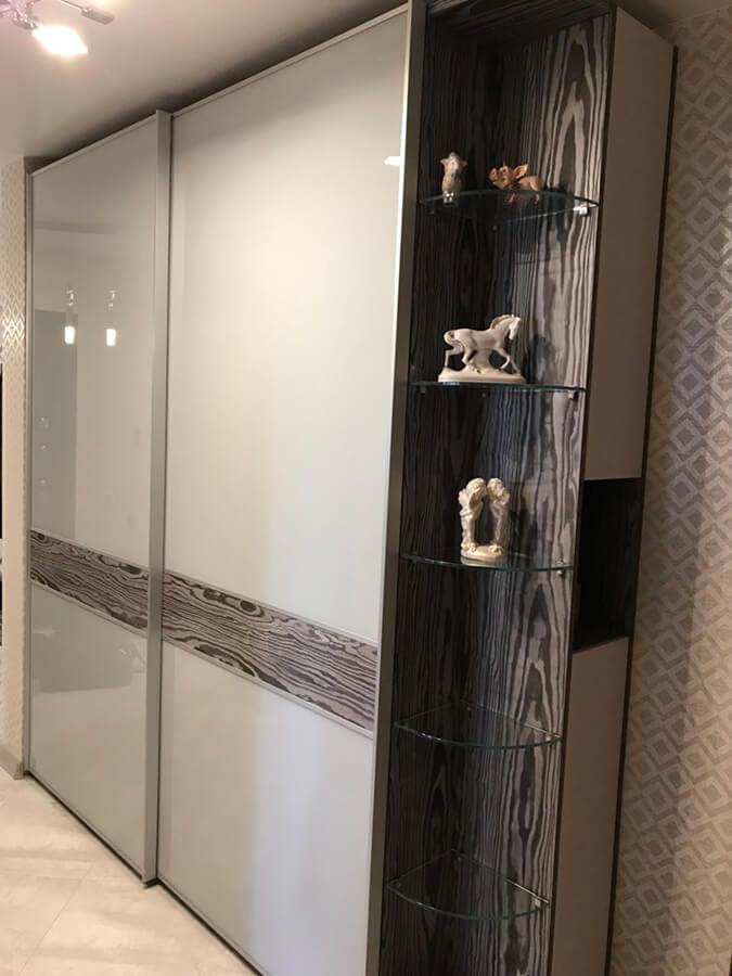 шкаф купе в серых оттенках с подвесной итальянской системой