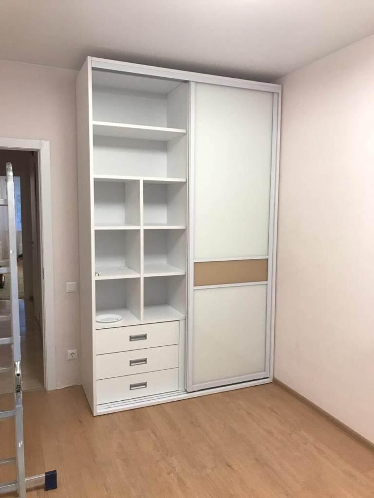 шкаф купе в спальню белый с крашенным стеклом