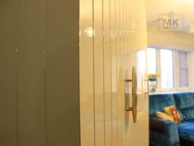 распашной дизайнерский шкаф с оригинальной фрезеровкой, эмаль глянец
