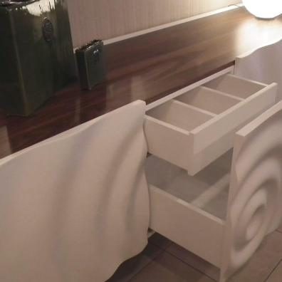 Тумба с авторской фрезеровкой фасадов, шпон, эмаль.
