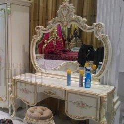 """Стол туалетный  с зеркалом и пуфом – <a href=""""/catalog/spalni/id4729"""">спальня Magdalene Fr</a>"""
