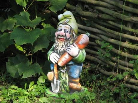 Классический садовый гном