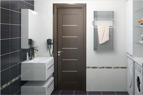 Обработайте герметиком дверную коробку в комнате с повышенной влажностью