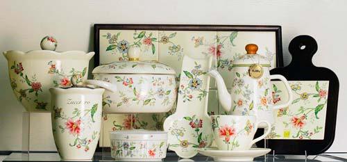 Для столовой желательно использовать посуду в подходящем стиле