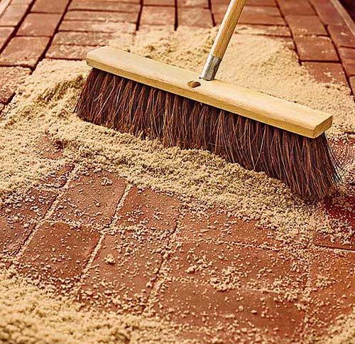 Финальный этап - затирание песка в швы