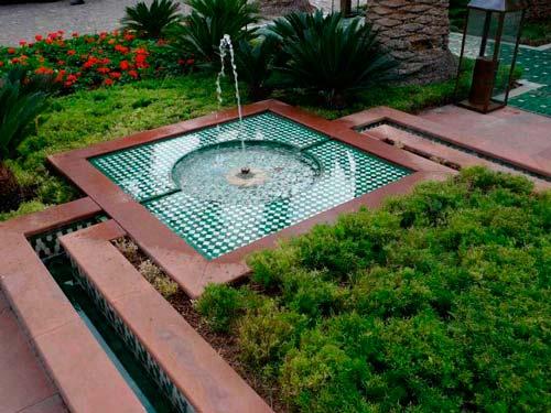 Если проявить фантазию, можно сделать фонтан интересным элементом декора
