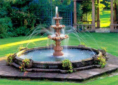 Фонтан в саду — источник умиротворения