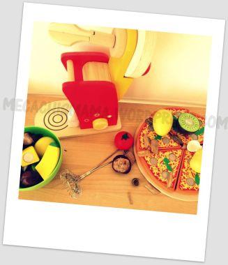 cocinando con juguetes y elementos de la naturaleza