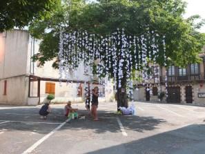 Installation des 1000 grues dans l'arbre à voeux