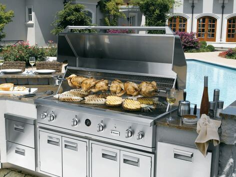 great outdoor kitchens to make summer cooking a breeze | @meccinteriors | design bites