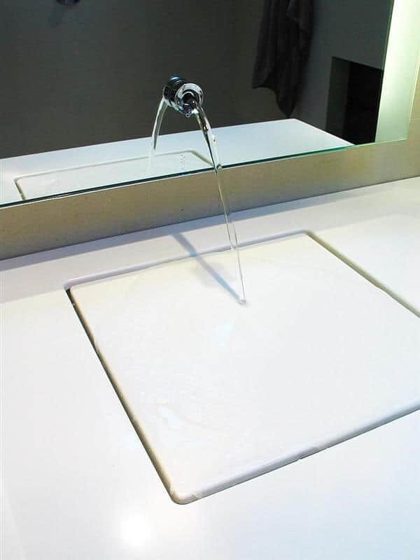 the illusion of a drain-free sink | @meccinteriors | design bites