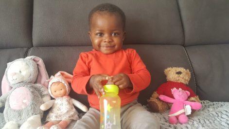 Bertine, Burkinabè de 18 mois opérée à Nantes
