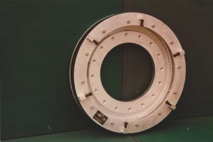 BYPASS PLUG WITH LARGE FLANGED BYPASS