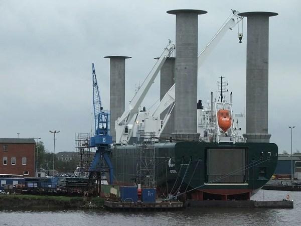 800px-E-Ship_1_achtern