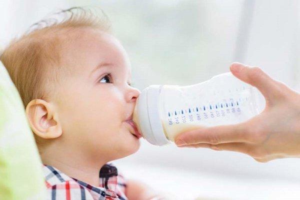 Mẹ đã biết chọn bình sữa và núm ty an toàn cho con?