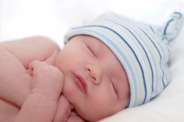 Bí quyết dỗ trẻ sơ sinh ngủ ngoan suốt đêm