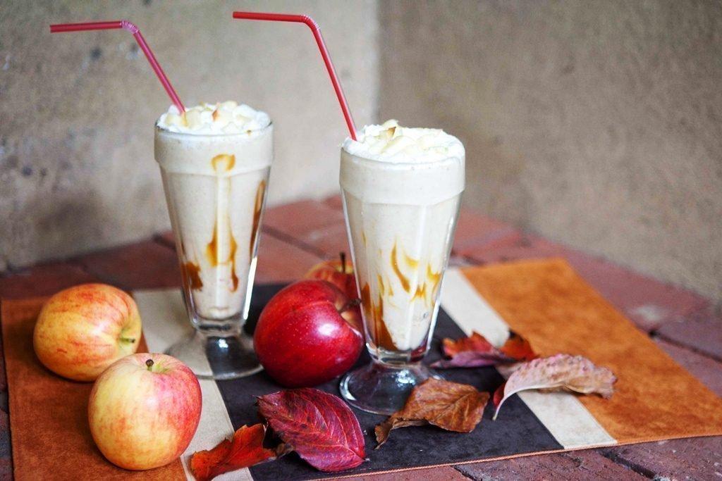 Przygotuj czekoladowy koktajl z bananem źródłem: joannasteven.com
