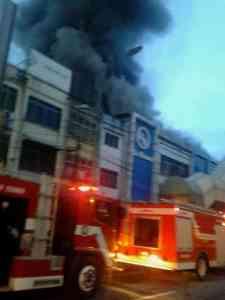 Toko pakaian Ria Busana yang terletak di Jalan Gatot Subroto, Rabu (12/10/2016) kembali terbakar. MTD/Suhardiman