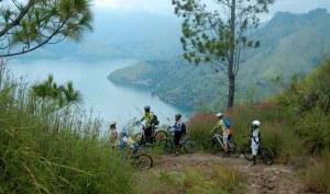 Bersepeda di Perbukitan Danau Toba. Dok KSGS