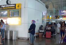 Terminal keberangkatan internasional Bandara Ngurah Rai, Tuban, Bali, Minggu (26/11/2017). Sebanyak 28 jadwal penerbangan internasional dari dan menuju Bali dibatalkan karena dampak letusan Gunung Agung yang terjadi sejak Sabtu (25/11/2017). (ANTARA FOTO/WIRA SURYANTALA)