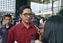 Juru bicara KPK Febri Diansyah saat memberikan keterangan di gedung KPK, Jakarta Selatan, Senin (20/11/2017).(KOMPAS.com/KRISTIAN ERDIANTO)