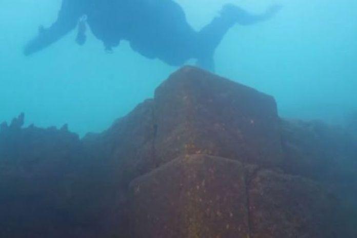 Kastil bawah air di Danau Van, Turki(National Geographic)