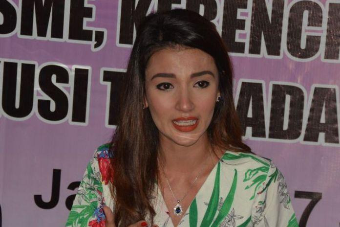 Tsania Marwa datang ke Kantor Komisi Nasional Perlindungan Anak di kawasan Pasar Rebo, Jakarta Timur, Minggu (10/12/2017). (KOMPAS.com/IRA GITA)