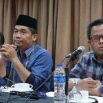 Direktur Eksekutif Lingkar Madani (LIMA) Ray Rangkuti (tengah) ketika ditemui dalam sebuah diskusi di D Hotel, Menteng, Jakarta Pusat, Rabu (8/11/2017). (KOMPAS.com/ MOH NADLIR)