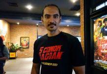 Artis peran Ario Bayu saat diabadikan di pemutaran perdana film 5 Cowok Jagoan di CGV Grand Indonesia, Tanah Abang, Jakarta Pusat, Senin (4/12/2017).(KOMPAS.com/ Dian Reinis Kumampung)