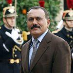 Foto ini diambil pada 18 November 2006, memperlihatkan mantan presiden Yaman, Ali Abdullah Saleh, tiba di Istana Elysee di Paris, Perancism untuk bertemu dengan mantan presiden Perancis, Jacques Chirac. (AFP/Patrick Kovarik)