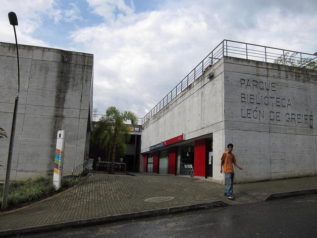 Entrance to Parque Biblioteca Leon de Greiff
