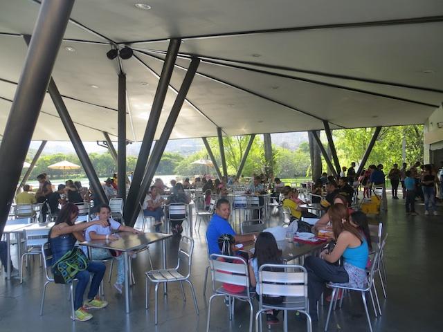 The food court in Parque Norte