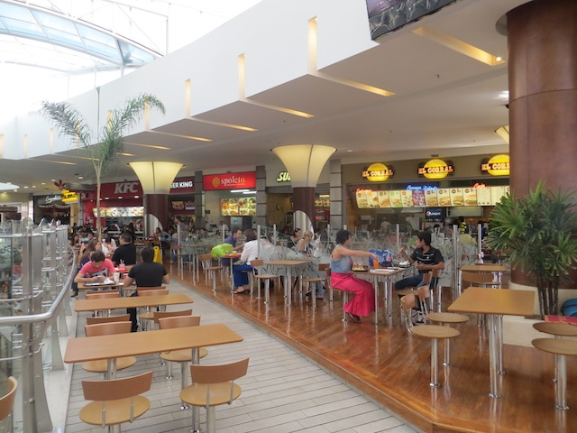 The fourth floor food court in Santafé
