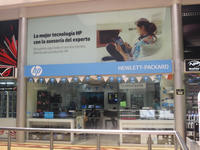 Hewlett-Packard store in Monterrey mall