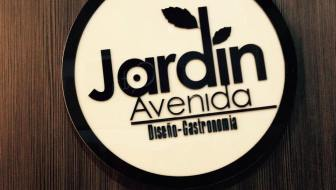 Avenida Jardín: Boutique Shopping in Laureles