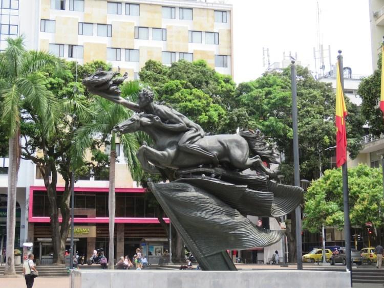 Benticur's nude Bolívar statue in Parque Bolíver in Pereira