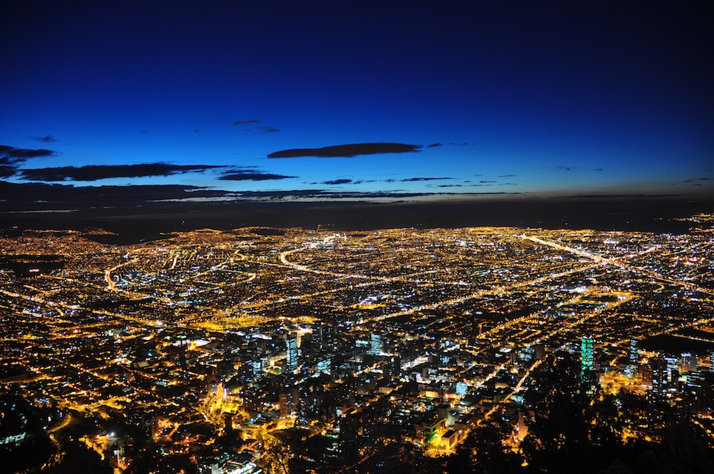 Bogotá at night (photo by Jorge Díaz)