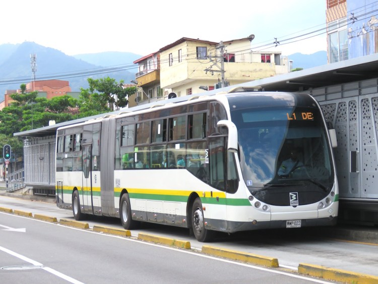 Metroplús bus at Parque Belén station