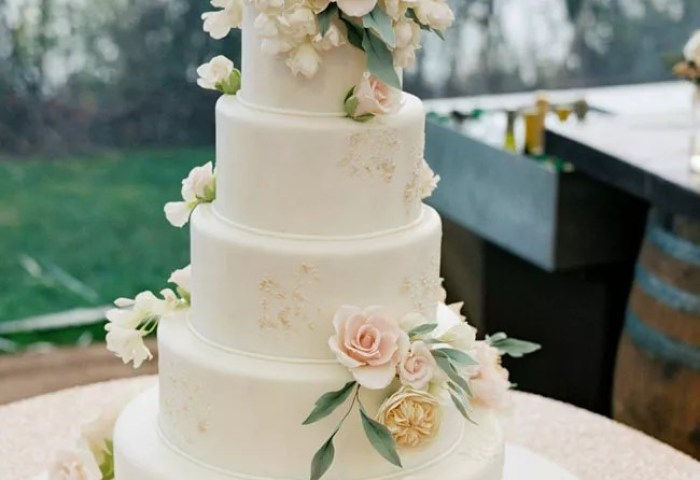 Fresh Or Sugar Wedding Cake Flower Quiz See The Photos