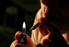 las drogas también forman parte del consumo, y cada vez se presenta este problema en personas de menor edad que antes.