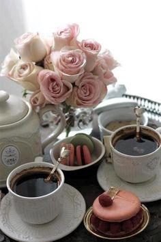 kaffe med macarons