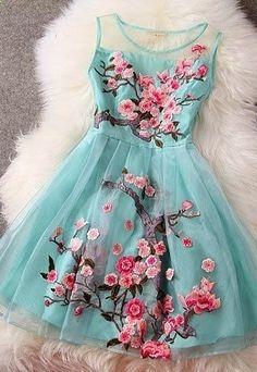 нежное платье с декором