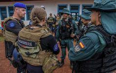 Los 25 guardias civiles GAR se han integrado en la compañía de Gendarmería (unos 100 efectivos) … http://wp.me/p2n0XE-2QV vía @juliansafety