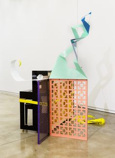 'Jessica Stockholder: Door Hinges' at Kavi Gupta, Chicago | ARTnews